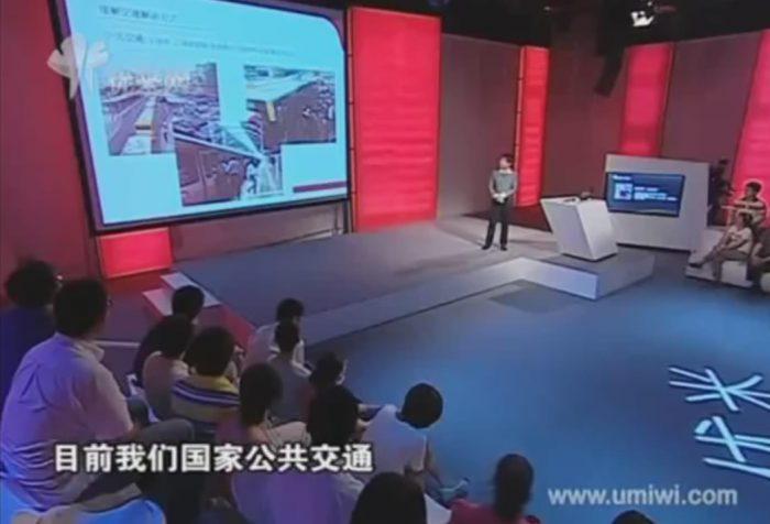 China straddling bus_www.youtube.comwatchv=Hv8_W2PA0rQ2
